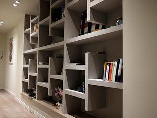 studionove architettura Corridor, hallway & stairsDrawers & shelves Plywood Grey