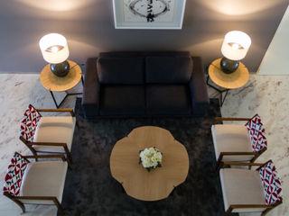 GF Designers de Interiores Pasillos, vestíbulos y escaleras de estilo ecléctico