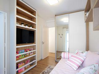 Aline Dinis Arquitetura de Interiores Phòng ngủ bé gái MDF Pink