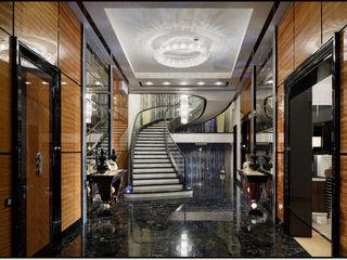 Rio, Atoll, Linea Wall and Koi in a luxury apartement Manooi Ingresso, Corridoio & ScaleIlluminazione
