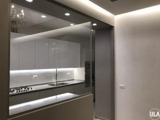 ULA architects مطبخ ذو قطع مدمجة Beige