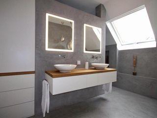 Badmöbel weiß matt mit Eiche Massivholz GERBER Ingenieure GmbH Moderne Badezimmer