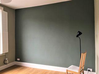 Painters and decorators in Highbury Square Paintforme Ruang Keluarga Klasik Green