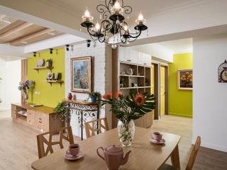 Color-Lotus Design Vestíbulos, pasillos y escalerasAlmacenamiento Madera maciza Verde