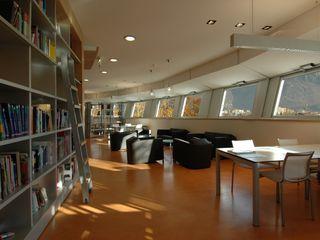Studio Marastoni Moderner Multimedia-Raum