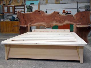 Gli Artigiani dei f.lli M.& S. Cordi snc BedroomBeds & headboards Solid Wood Brown