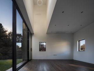디자인그룹 콜라보 现代客厅設計點子、靈感 & 圖片