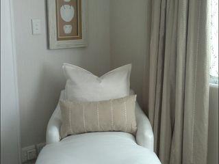 Elliott Designs Studio BedroomSofas & chaise longue Kulit White