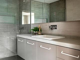SAINZ arquitetura Phòng tắm phong cách hiện đại Bê tông Grey