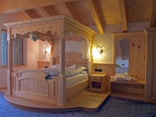 Arredamenti Brigadoi 臥室床與床頭櫃 木頭 Orange