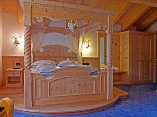 Arredamenti Brigadoi 臥室床與床頭櫃 木頭 Beige