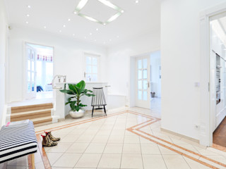 Tschangizian Home Staging & Redesign Koridor & Tangga Klasik