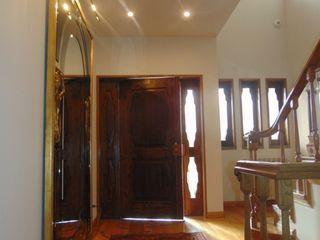 """Xtreme Makeover@Hall """"aka"""" Closet Factor4D - Arquitetura, Consultadoria & Gestão Corredores, halls e escadas clássicos"""