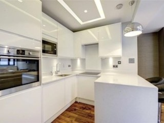 St James' central London Suzanne Tucker Interiors 置入式廚房 White