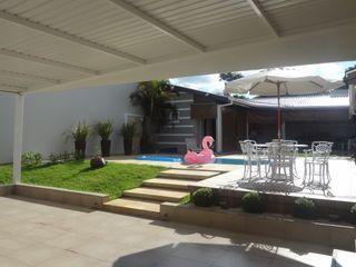 Fávero Arquitetura + Interiores Modern garage/shed