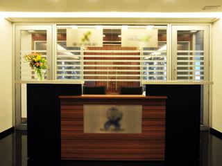 Escritório de Importação Enzo Sobocinski Arquitetura & Interiores Espaços comerciais modernos Granito Preto