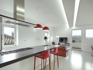 Casa-Cannocchiale MAMESTUDIO Cucina minimalista