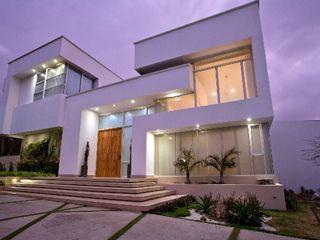 Cabas/Garzon Arquitectos Modern houses White