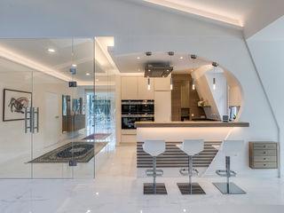 Ein besonderes Ambiente für Ihre Gäste Horst Steiner Innenarchitektur Moderner Flur, Diele & Treppenhaus