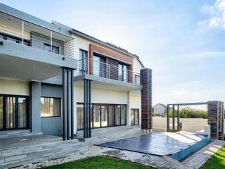 Première Interior Designs Rumah keluarga besar