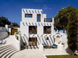 Expansion of Villa in Los Balcones, Alicante Pacheco & Asociados Mediterranean style houses White