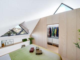 Arts & Crafts House design storey İskandinav Yatak Odası Ahşap Beyaz
