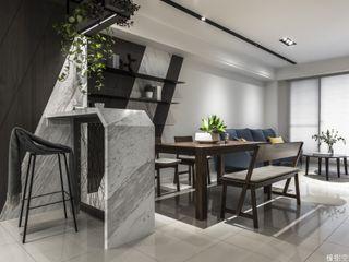 橡樹設計Oak Design Salones de estilo moderno