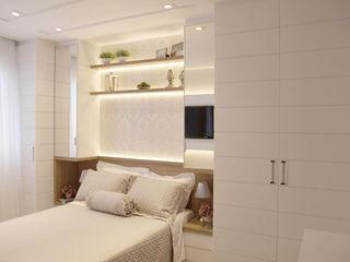 Suelen Kuss Arquitetura e Interiores Classic style bedroom MDF Wood effect