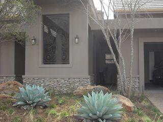 CKW Lifestyle Associates PTY Ltd Ausgefallene Häuser Grau