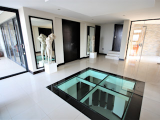 Nuclei Lifestyle Design Modern corridor, hallway & stairs Black