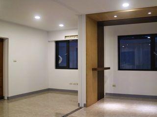 築地岩移動宅 Pasillos, vestíbulos y escaleras de estilo clásico