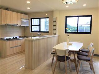 築地岩移動宅 Classic style living room
