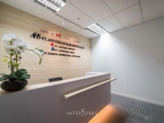 INTERIORES - Interior Consultant & Build Офіси та магазини Фанера Дерев'яні