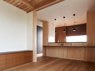 小笠原建築研究室 Modern dining room Solid Wood