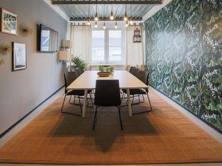 A lively co- working area 01 Ivy's Design - Interior Designer aus Berlin Ausgefallene Arbeitszimmer Holz-Kunststoff-Verbund Grün
