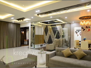 A sky villa with royalty and luxury KREATIVE HOUSE Ruang Keluarga Modern Kaca Grey