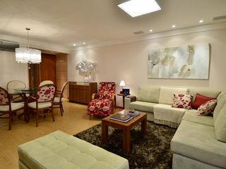 Marcelo John Arquitetura e Interiores Salas de estilo clásico Madera Beige