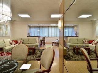 Marcelo John Arquitetura e Interiores Comedores de estilo clásico Madera Beige