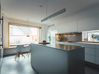 Klocke Möbelwerkstätte GmbH Modern style kitchen White