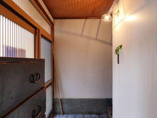 昭和ガラスの家 みゆう設計室 和風の 玄関&廊下&階段
