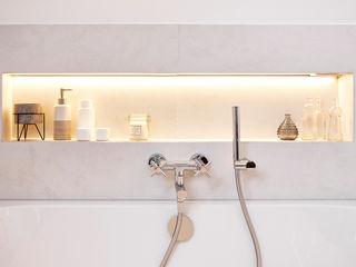 Badezimmer im klassisch modernen Landhausstil Banovo GmbH Badezimmer im Landhausstil Keramik Weiß