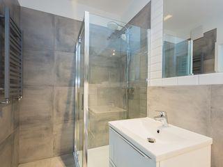 ZIZI STUDIO Magdalena Latos Modern Bathroom Concrete Grey