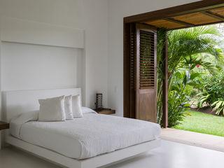 NOAH Proyectos SAS Modern Bedroom White