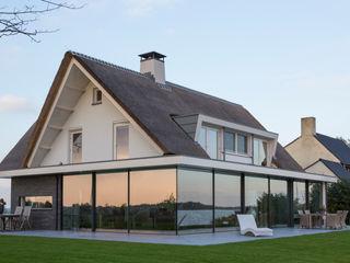 KELLER GLASSHOUSE® in minimalistischem Design KELLER AG Minimalistische Fenster & Türen Aluminium/Zink