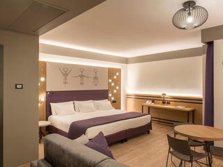 Fab Arredamenti su Misura BedroomBeds & headboards Wood Purple/Violet