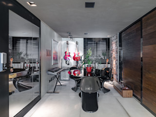 okha arquitetura e design Modern media room MDF Black