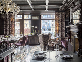 Classic Wall Lights and Venetian Chandelier for Luxury Restaurant in Moscow MULTIFORME® lighting Gastronomie classique Verre Ambre/Or