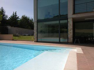 Villa unifamiliare con piscina a Foligno (PG) Fabricamus - Architettura e Ingegneria Piscina moderna