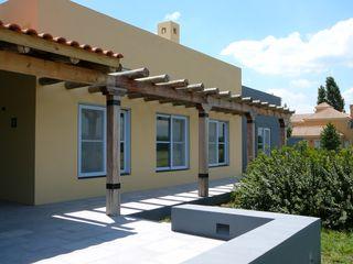 Estudio Dillon Terzaghi Arquitectura - Pilar Rumah Modern Parket Yellow