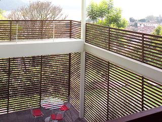 Mayúscula Arquitectos Moderne gangen, hallen & trappenhuizen Hout